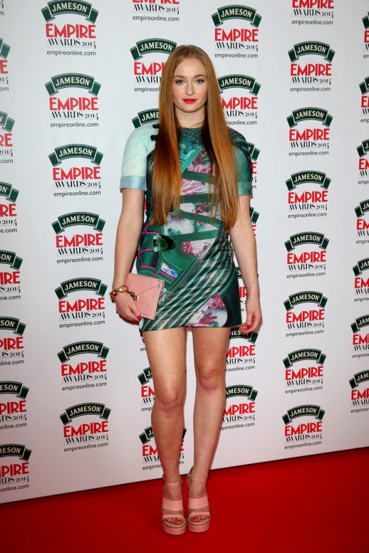 Sophie Turner // სოფი ტერნერი  Sophie-turner-jameson-empire-awards-2014-mary-katrantzou-dress-mulberry-clutch-sandals