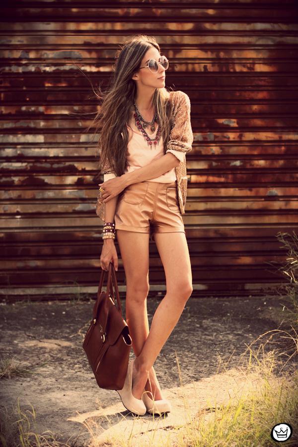 Nakit (prstenje,naušnice,ogrlice,lančići,narukvice) - Page 5 Fashioncoolture-29-01-2013-look-du-jour-morena-raiz-metallic-shorts-choies-kafc3a9-braceletes-spikes-sunglasses-rounded-1