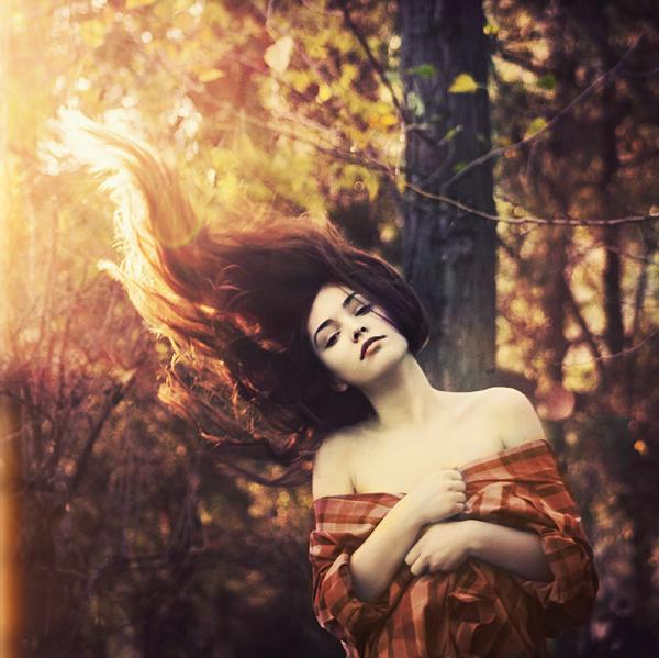 Ulične svetiljke....osvetljavaju srca,kad nadodju nemirne oluje morske... Autumn-beautiful-deviantart-fire-forest-girl-Favim.com-48656