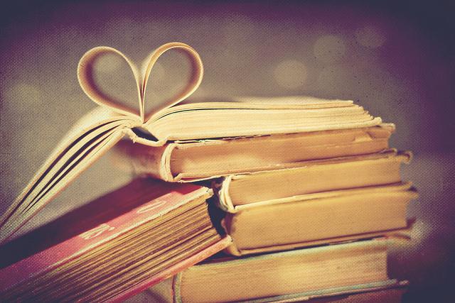 Book  - Page 3 Bokeh-books-heart-love-texture-vintage-Favim.com-101317