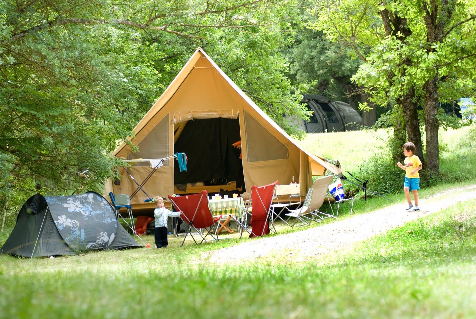 Tente familliale pour 1er vacance en famille. RE0807_0690