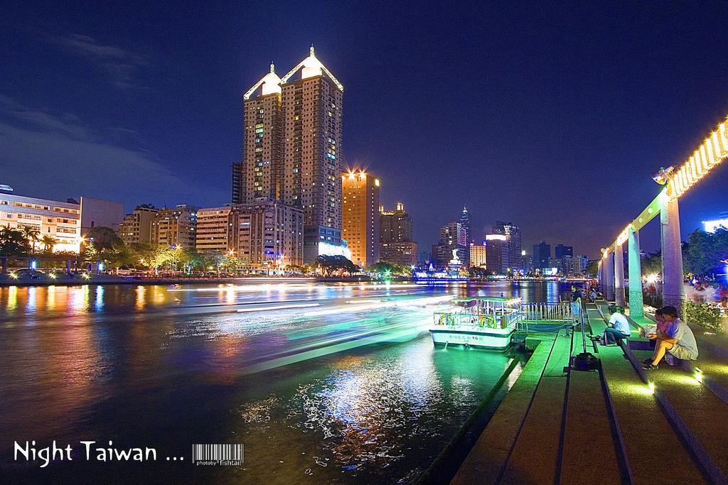 UN SUEÑO HECHO REALIDAD Noche-de-taiwan-junto-al-rio