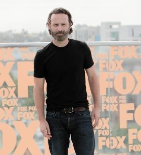 Andrew Lincoln (Rick Grimes) habla de sus expectativas tras la llegada de los protagonistas de The Walking Dead a Alejandría. 248959.281x308