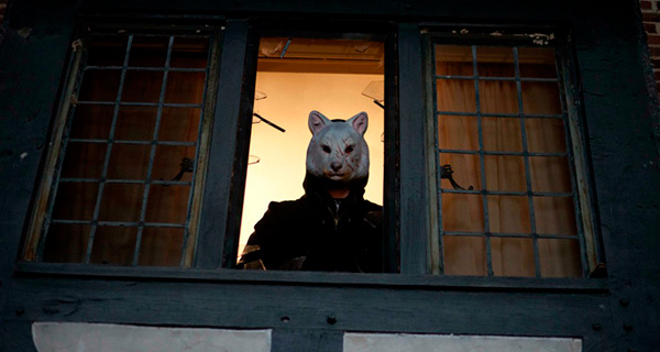 Tombstone Review: You're next (2013) Youre-next-slasher