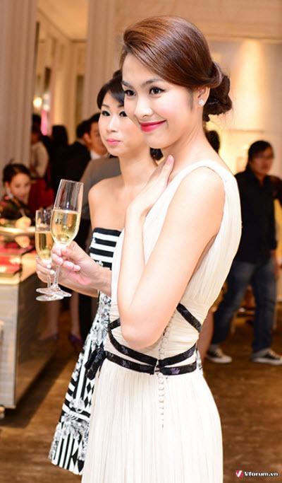 5 cách tự tạo kiểu tóc xoăn dự tiệc cưới tại nhà đơn giản Top-nhung-mau-toc-du-tiec-cuoi-dam-hoi-du-tiec-don-gian-quyen-ru-3