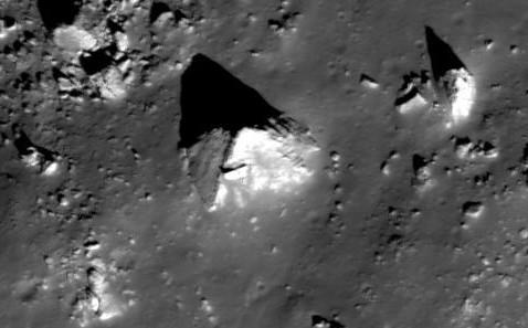 More Moon Anomalies Yi5906084b
