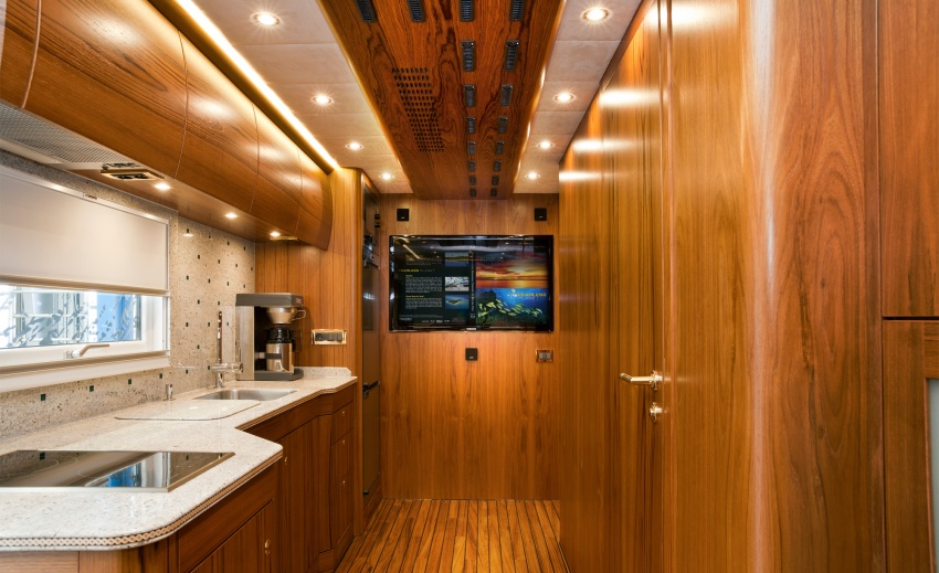Иня Air Rafting 2014 4234455-R3L8T8D-850-Mercedes-Benz-Zestros-Kitchen