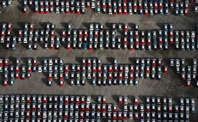 Куда деваются непроданные машины? 5795260-R3L8T8D-650-Unsold-cars-at-Avonmouth--001