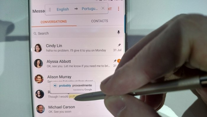 Imagem do Galaxy Note 7 a traduzir texto