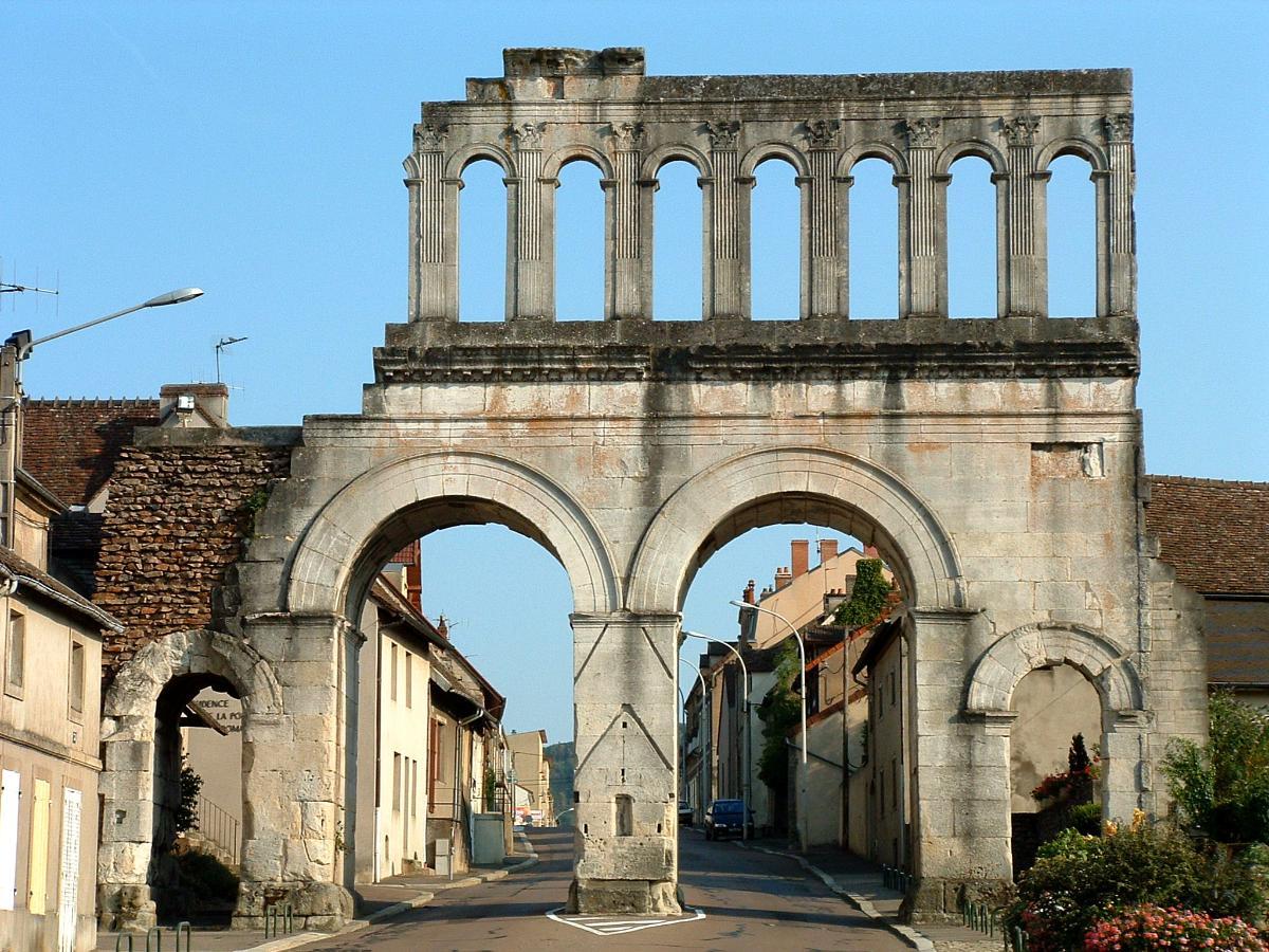 Un monument - Cathy - 8 Décembre- trouvé par Jovany - Page 2 Autun_porte_d_arroux_cote_campagne
