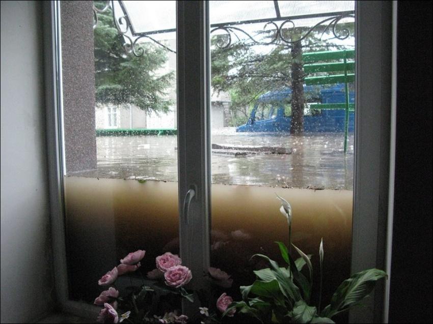Черный юмор 989610-R3L8T8D-850-lutsk-flooding-001