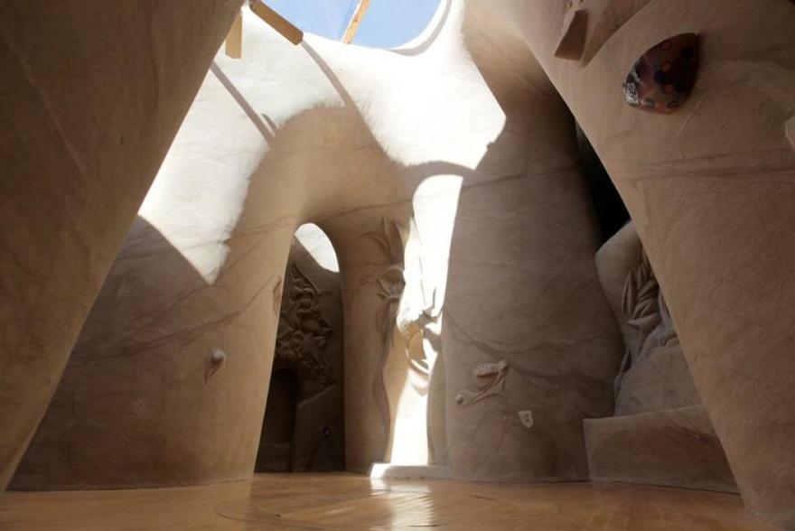 25 лет в полном одиночестве он создавал подземный сказочный мир 3218010-880-1445927611carved-cave-9