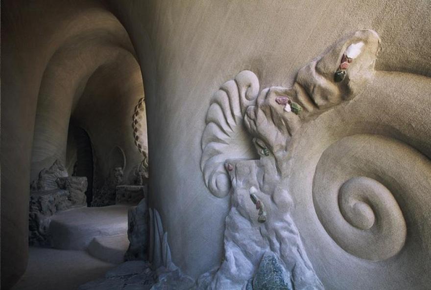 25 лет в полном одиночестве он создавал подземный сказочный мир 3217810-880-1445927570carved-cave-1