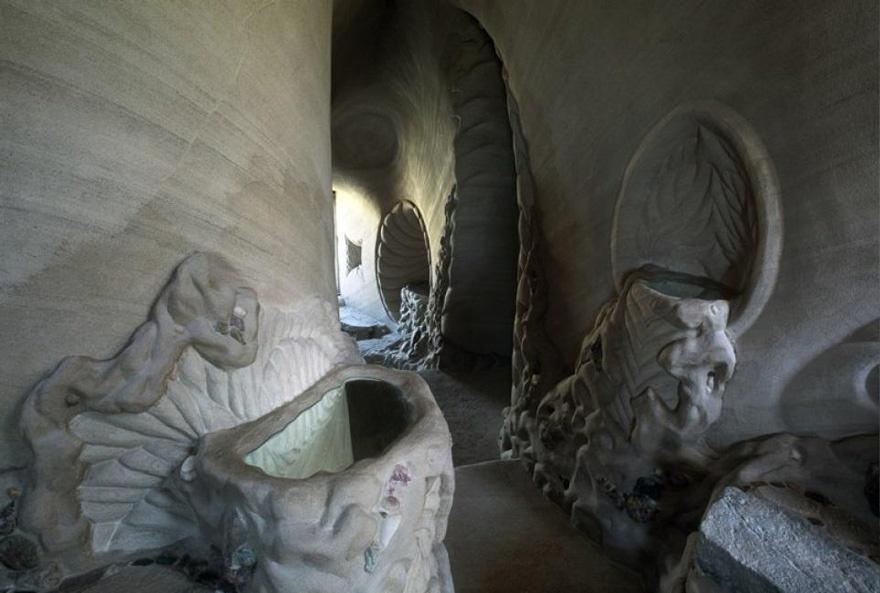 25 лет в полном одиночестве он создавал подземный сказочный мир 3217910-880-1445927586carved-cave-12