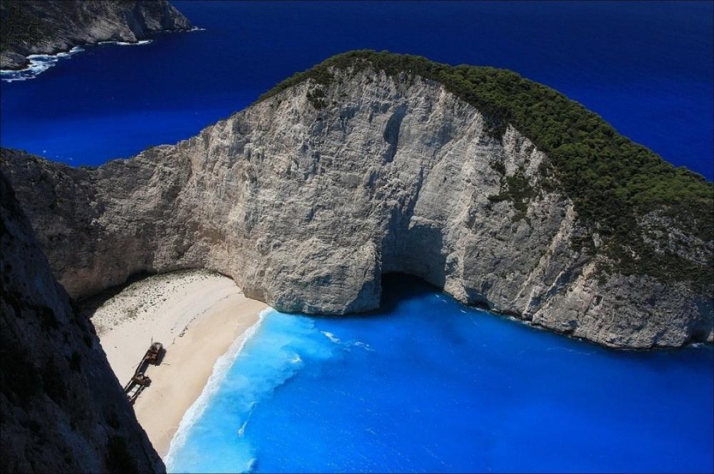 Одмори -Патувања - Page 7 18174710-R3L8T8D-1000-Navagio-Beach-Zakynthos-Greece-940x626