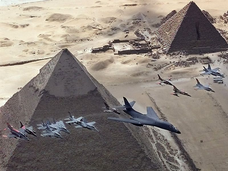 للمشككين فى وجود الرافال والميج 29 فى مصر Pyramids