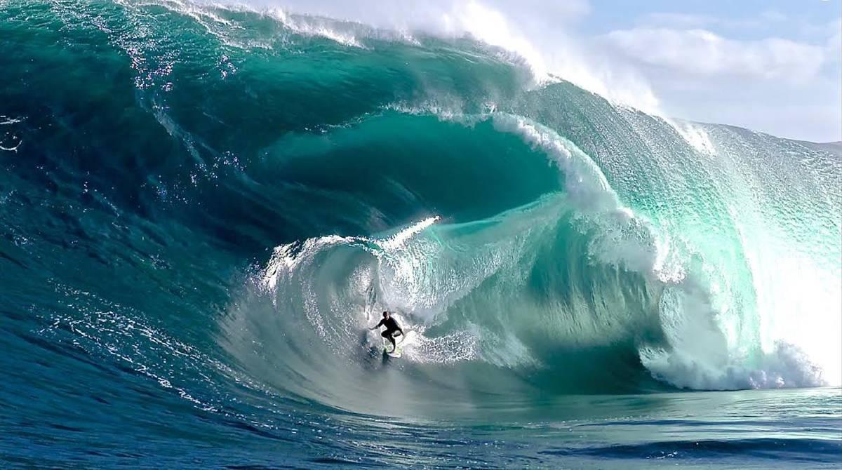 Surfanje - Page 3 Big-wave-surfer-charging