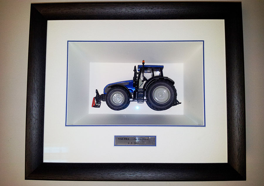 Looking for Display Box measuring 34cm wide, 13.5cm deep and 33cm high Fine-framers-box-tractor1