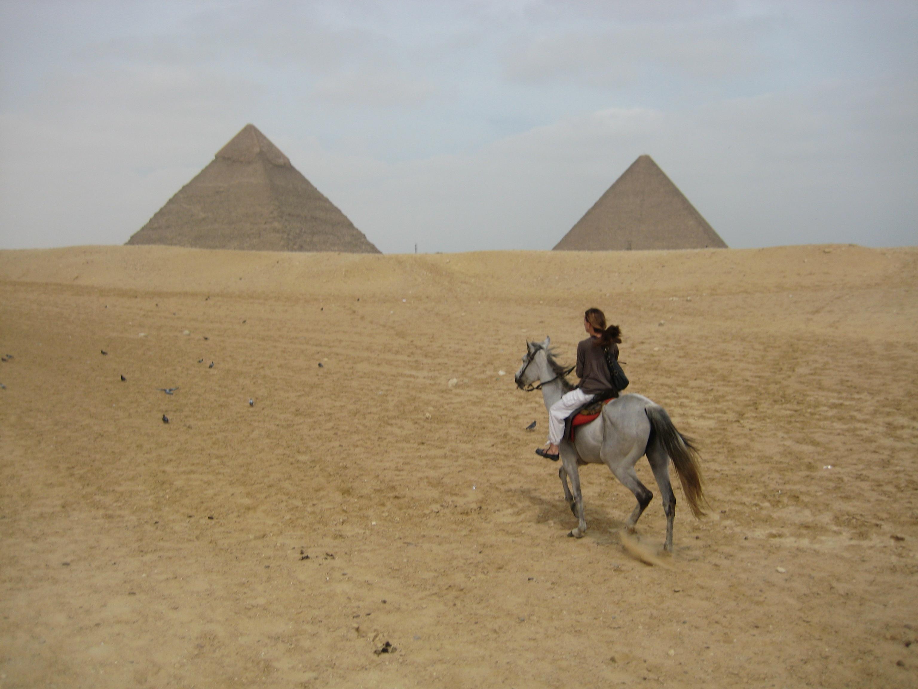 Ghosts of the pyramid - البوابة March-2010-egypt-174