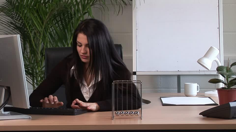 """Expresa tu momento """" in situ """" con una imagen 377258439-secretaria-trabajo-de-oficina-escritorio-empresa"""