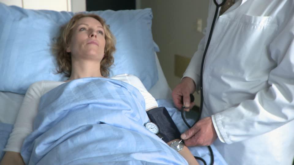 Si je pouvais revivre ma vie... 559982207-prendre-la-tension-visite-medicale-tensiometre-oreiller
