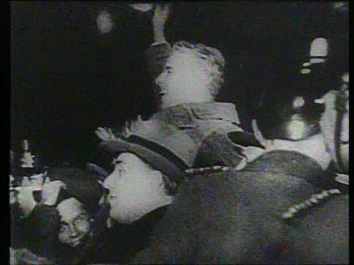 1001 películas que debes ver antes de forear. Charles Chaplin 570264486-bahnhof-friedrichstrasse-charlie-chaplin-comedian-reception-welcoming
