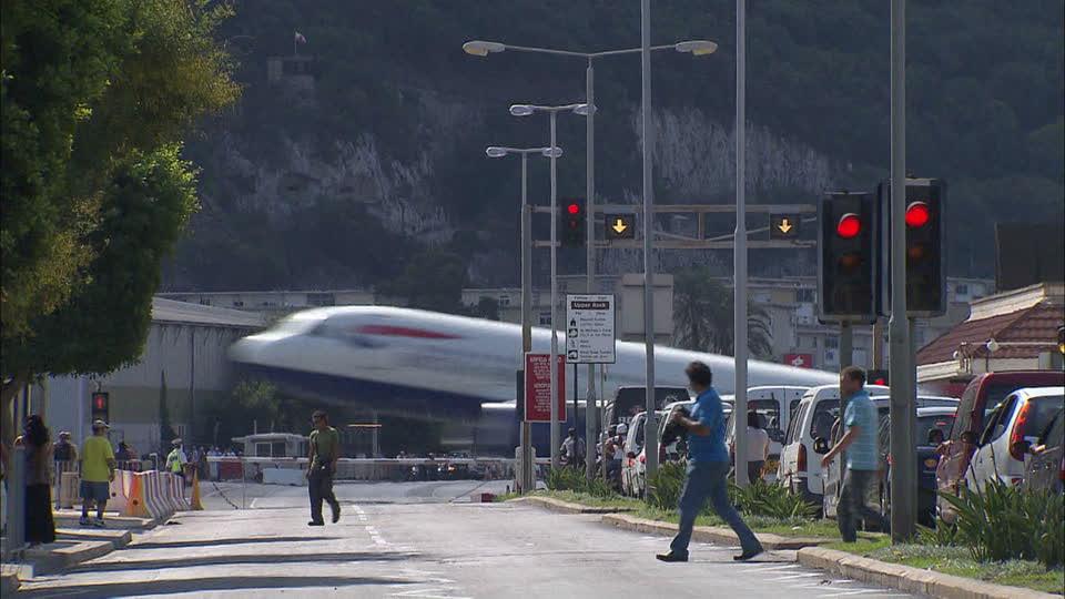 Zanimljivi putevi, staze, ceste - Page 2 571755870-gibraltar-take-off-runway-british-overseas-territories-taking-off