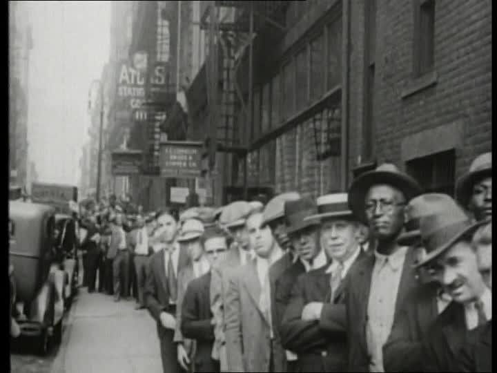 Berlin, July 1945 655943479-desempleo-gran-depresion-crisis-economica-mundial-fila-de-espera