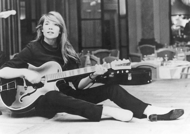 Advice for aspiring Francoise Hardys Francoise-hardy-guitar1