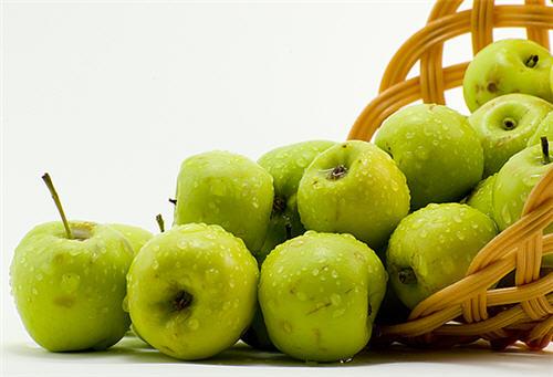 فوائد التفاح الاخضر ..! Hwaml.com_1312422164_772