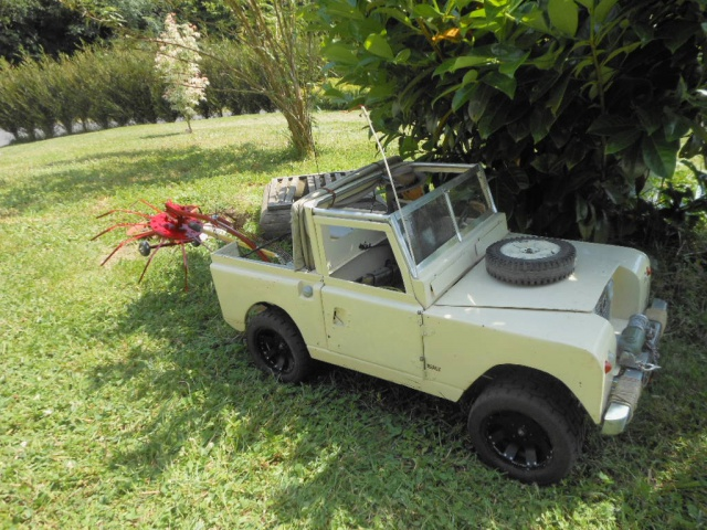 Erik : carrossier voitures miniatures , artisan formeur de tôle 641904lesfoinsenlandrover014