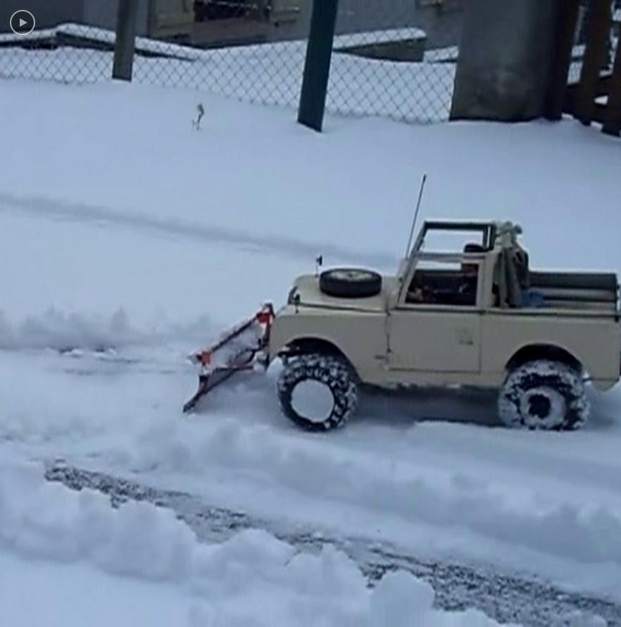 Erik : carrossier voitures miniatures , artisan formeur de tôle Chasse-neige.MOV