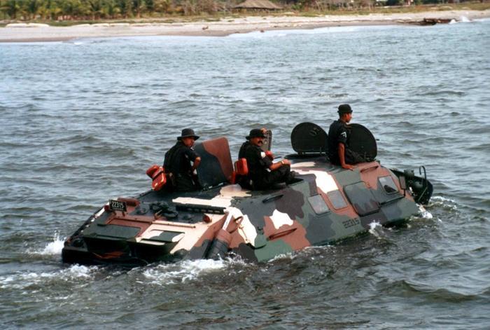 infanteria - BTR- 70  Anfibio Infanteria de Marina México - Página 3 Btr-60-mexico1_199