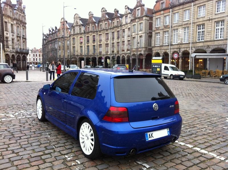 Une IV bleue à Arras (62) R32_Arras_1_petit
