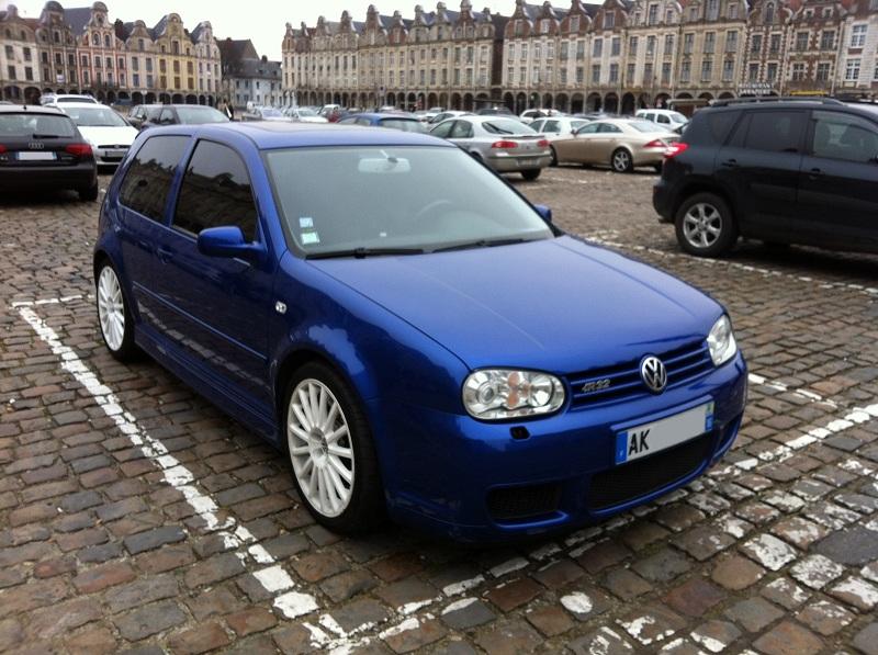 Une IV bleue à Arras (62) R32_Arras_2_petit