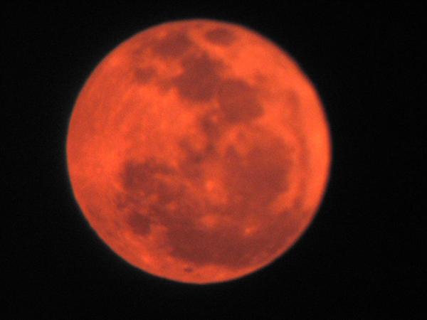 Lune rouge 8647d1151444159-pleine-lune-rouge-nuages1-003