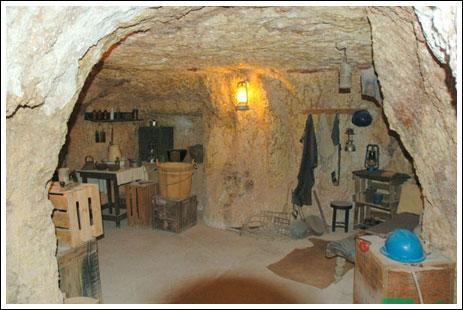 شاب يحفر بئر تحت الارض للزواج 206592_11267183251