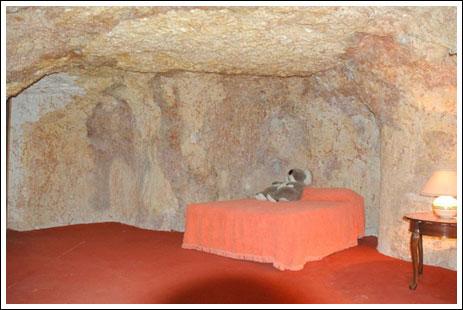 شاب يحفر بئر تحت الارض للزواج 206592_21267183368