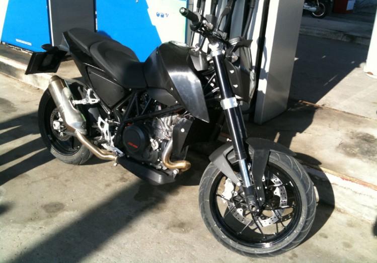 KTM 125 Duke - Página 6 Ktm_duke_690_2012_-_prototyp