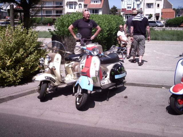 scooter sur la place de Wimereux 24.153