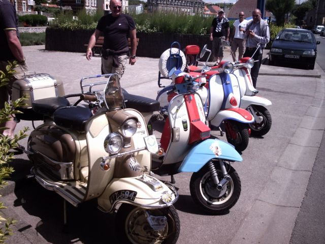 scooter sur la place de Wimereux 24.154