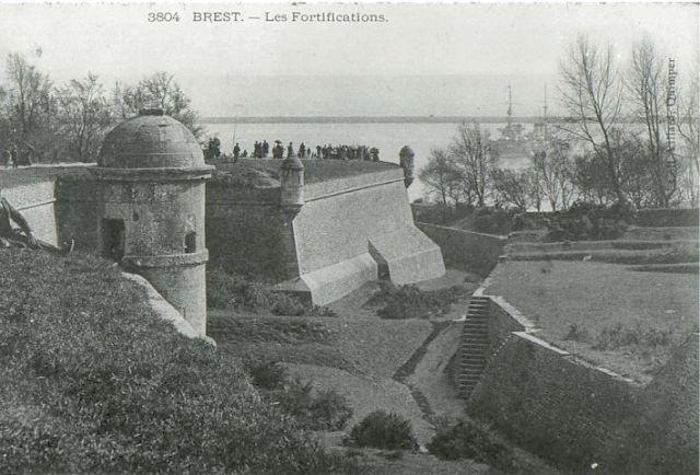 [Ports] LE VIEUX BREST - Page 9 25.44