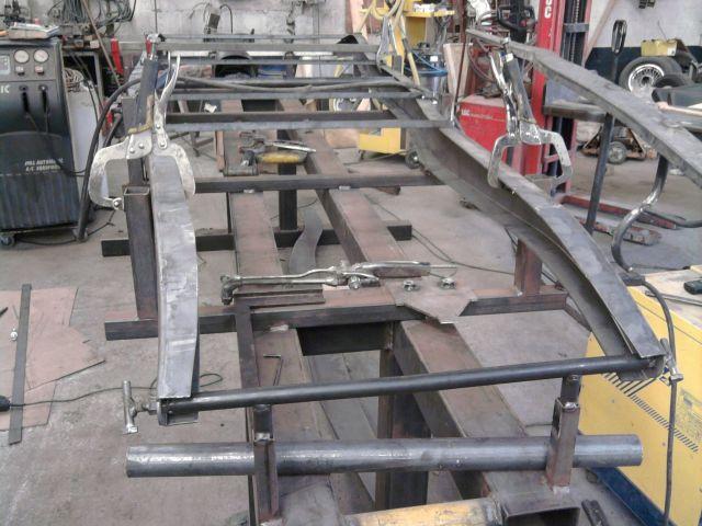 assemblage et fabrication d un châssis de Ford 32 roadster  - Page 2 19.210