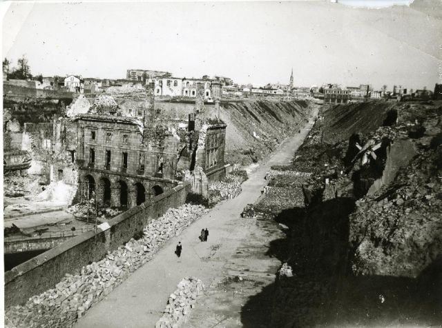 Brest en ruines... - Page 2 11.188