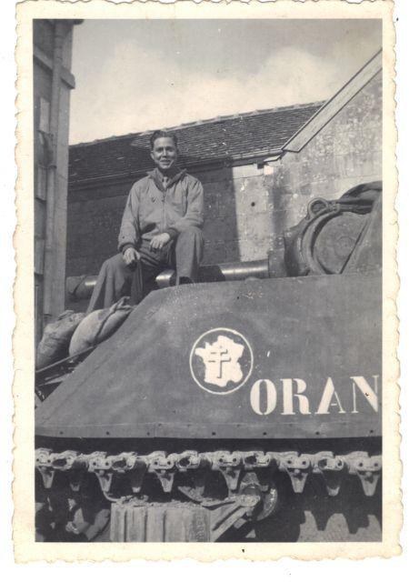 Recherche informations sur le M4A3 «Oran»12e cuir 02.108