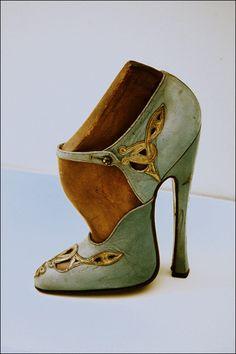 Les Chaussures de ces Dames... - Page 2 19.4