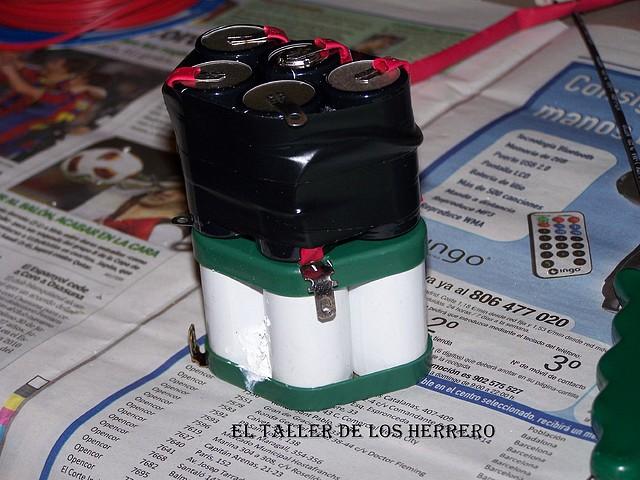 Batería Derbi Variant botón rojo 244D882B05244D77DACF434D77D8AE