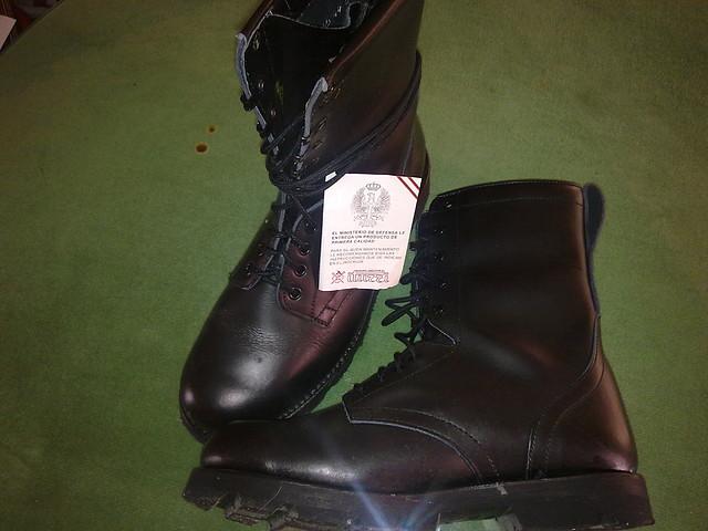 Vendo uniformidades, chaquetones y botas del ET 2B4DE509B51E4D8209C31F4D8209BB