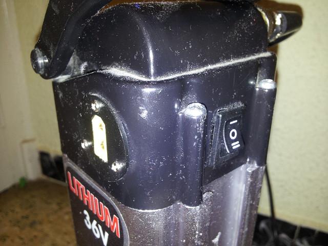 Vendo bateria 36v con cargador por 90€ 31556234F92D55243B4B2855243B2B