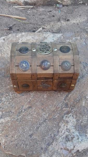 Cofre encontrado en un mercado !!! - Página 2 05b2c64135bd896c183978f303915733o